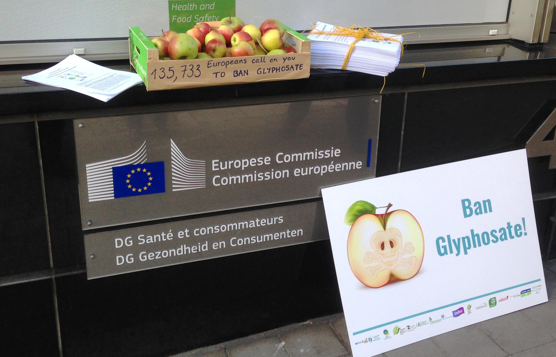 135.733 europeos piden a la Comisión que prohíba el glifosato