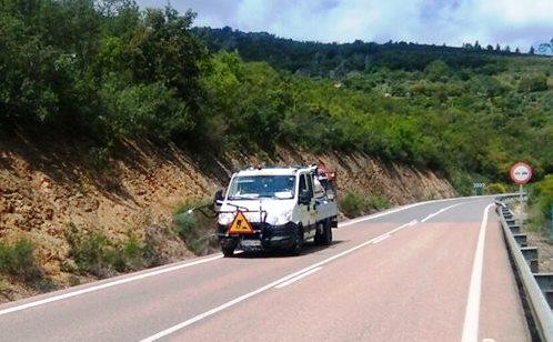 Camión rociando glifosato en una carretera española